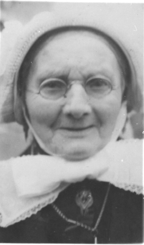 ca1900 Dien van Aggelen, geboren op de witte boerderij, moeder van Goke