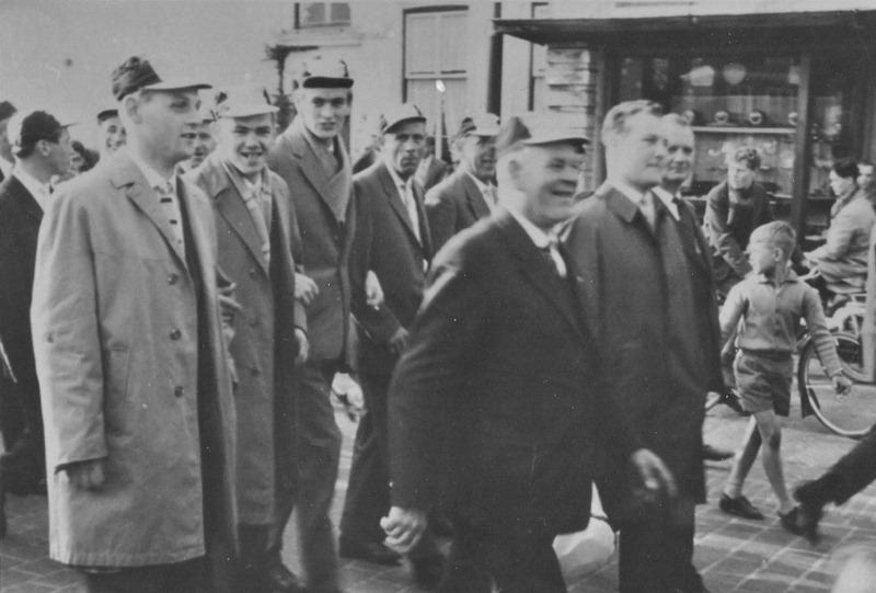 1962 1e - 2e - 3e elftal kampioenen op weg naar het Patronaat