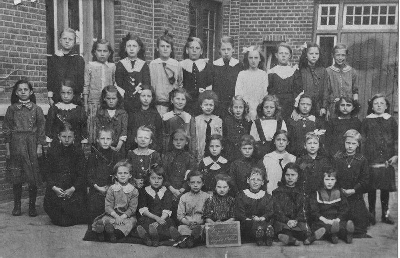 ca1930 Meisjesschool Klas ???