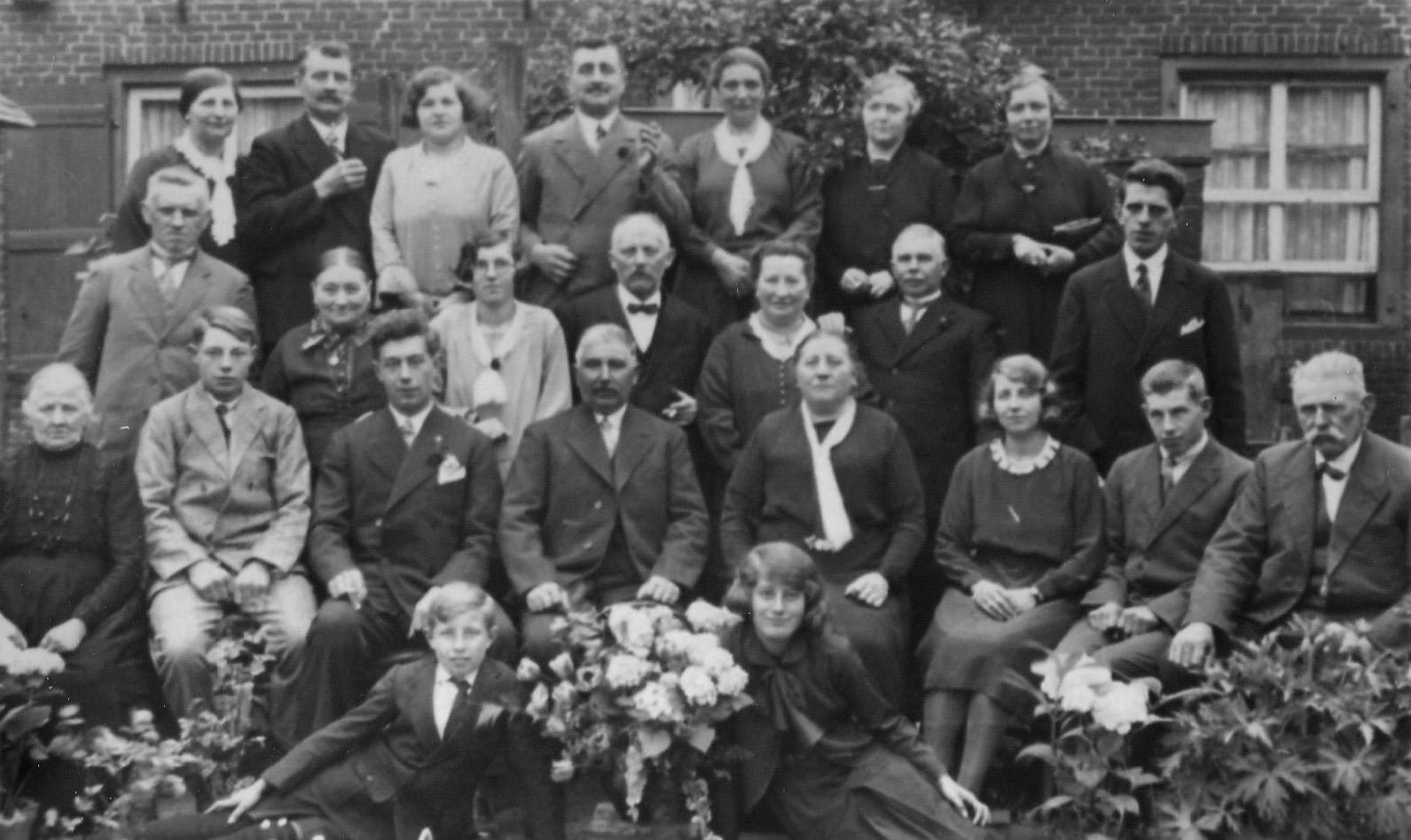Mei 1931 25 jarig huwelijk van Justinus van Vessem`- Anna Maria van Grinsven
