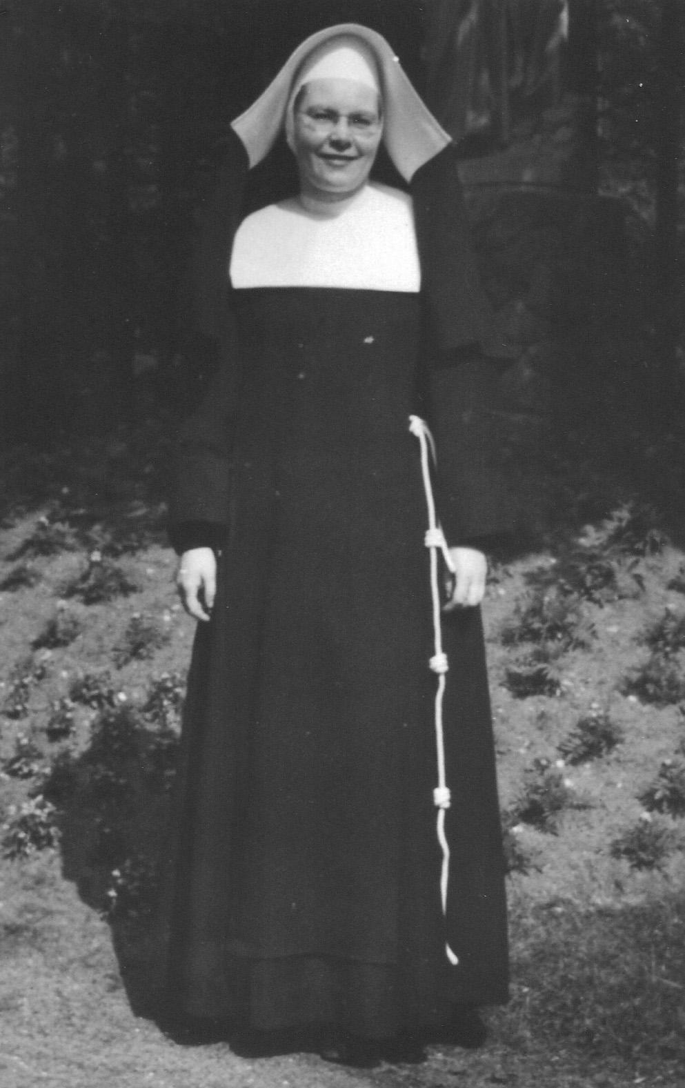ca1970 Zuster Dolorosa (Mien) Blummel