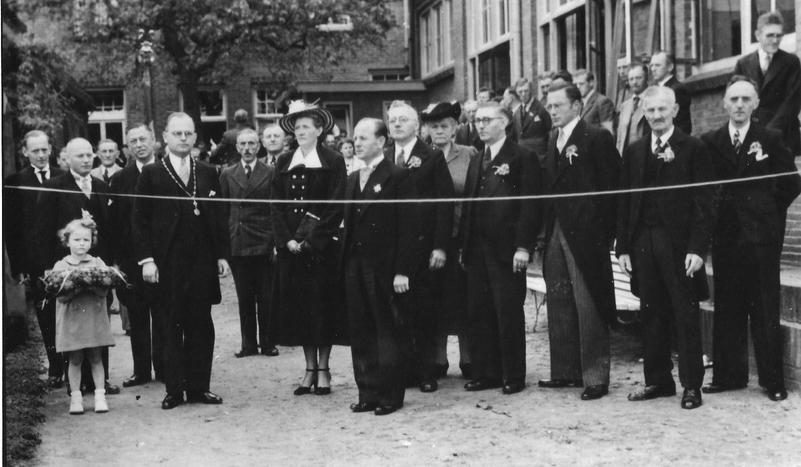 """8 mei 1949 Handboogschutterij Wilhelmina 25 jarig jubileum, opening van het openlucht """"Den Doel"""""""