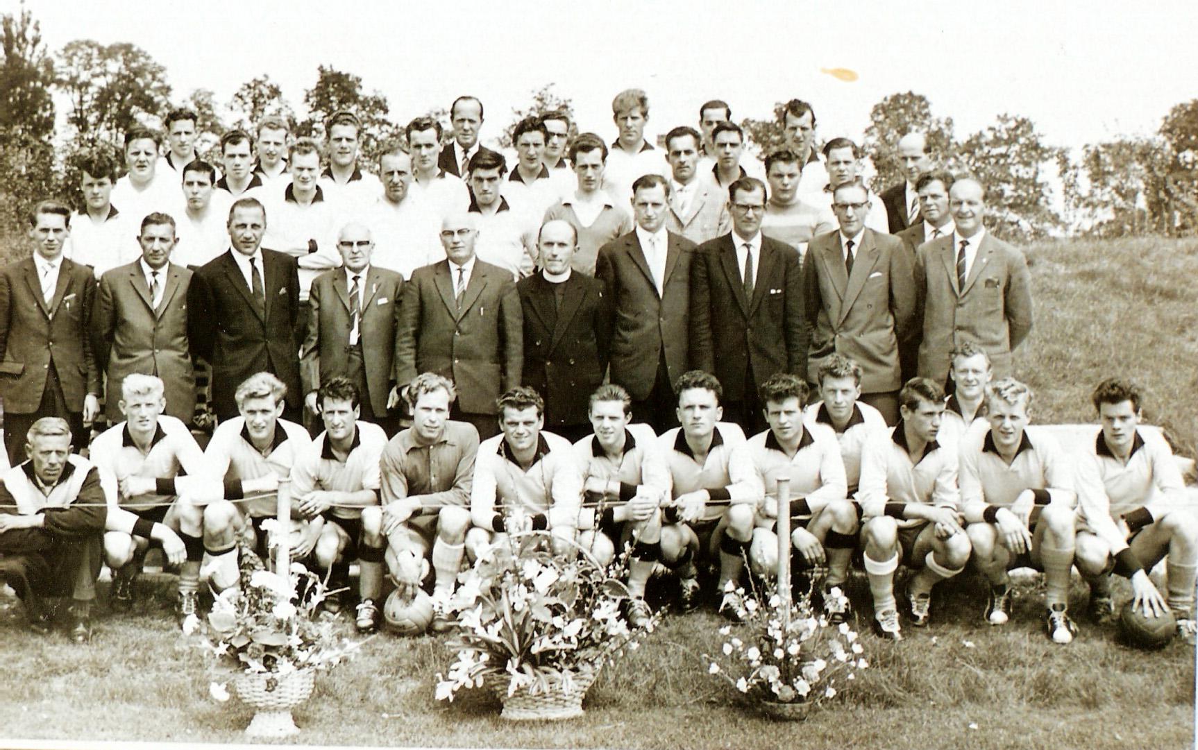 1962 1e - 2e - 3e elftal kampioen voetbalclub RKVV Sint Michielsgestel
