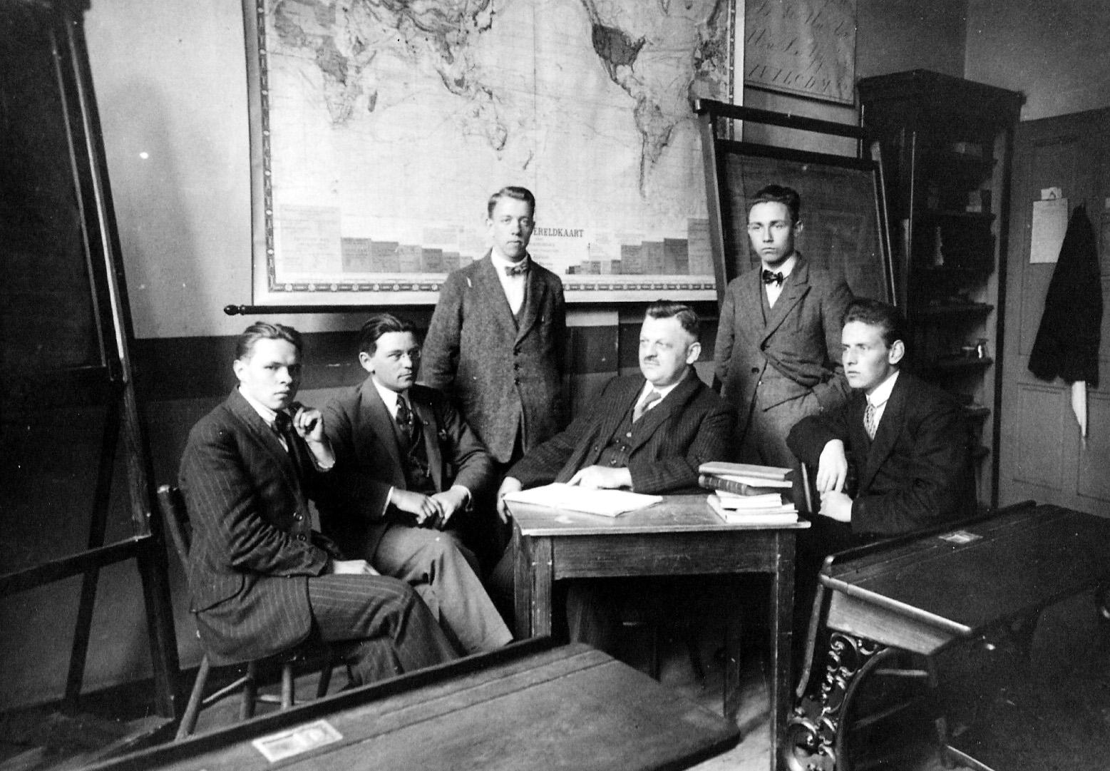 ca1925-1930 Onderwijzers jongensschool