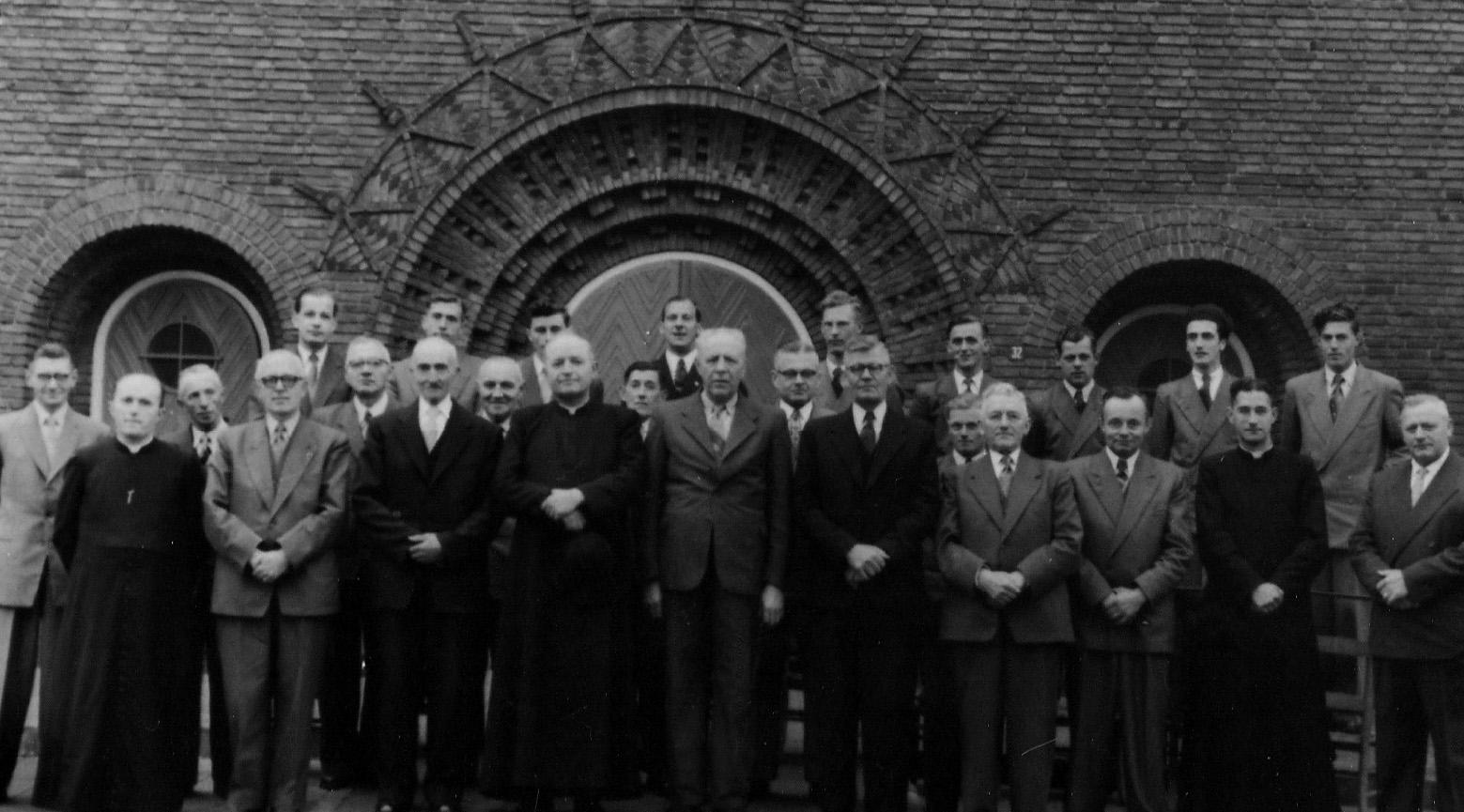 ca1960 Kerkbestuur en collectanten van de Michaelparochie