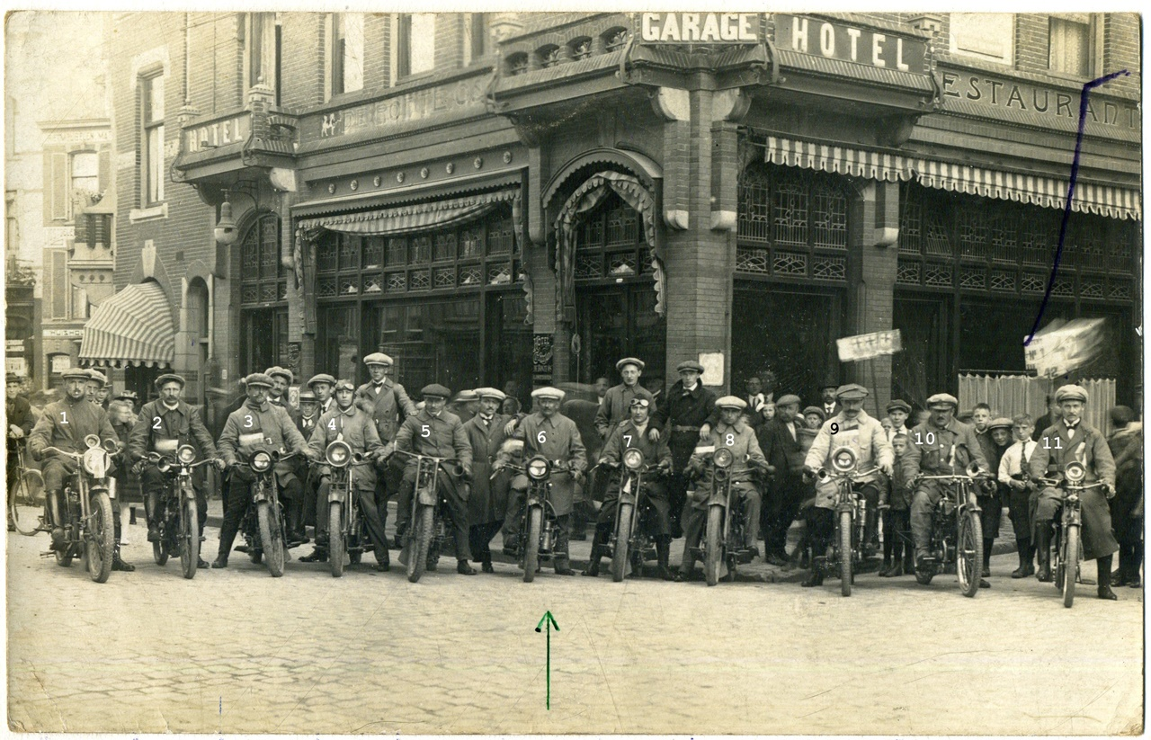 ca1930 Motorrijders club uit Sint-Michielsgestel, in Nijmegen