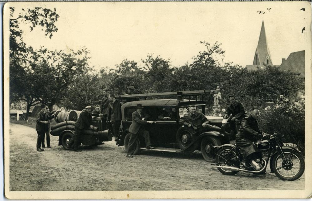 18 Juni 1942 Vrijwillige brandweer met Buick Limousine N-57423 en motorspuit op nu de Ceintuurweg