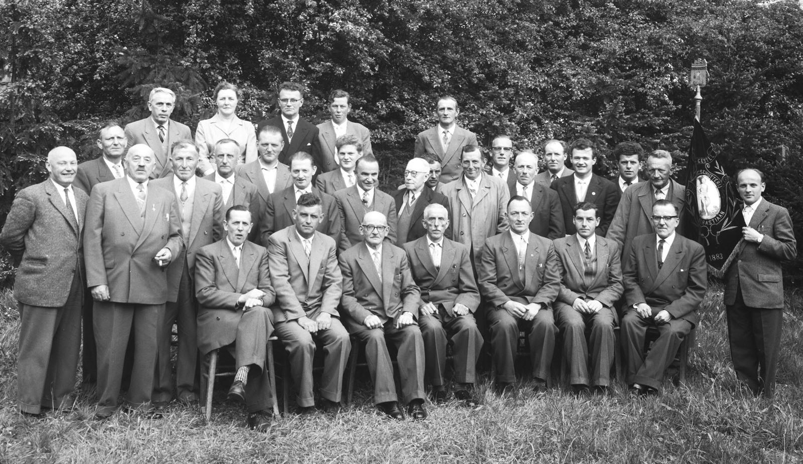 5 mei 1958 Handboogschutterij Sint Sebastiaan bij het 75-jarig bestaan.