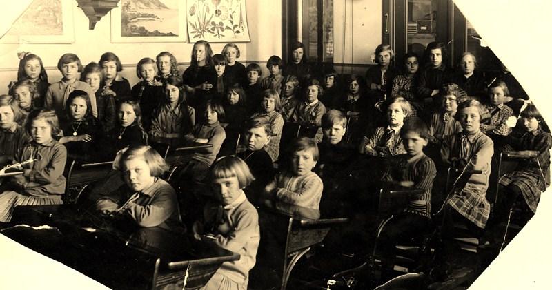 ca1930 Klas meisjesschool, wie kent de namen?