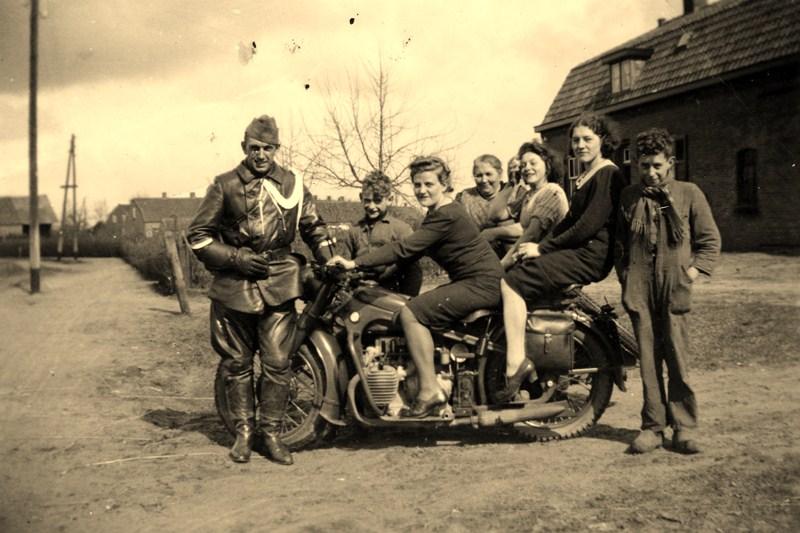 Februari 1940, voor Nr 34, met een kijkje op de Molenbergstraat
