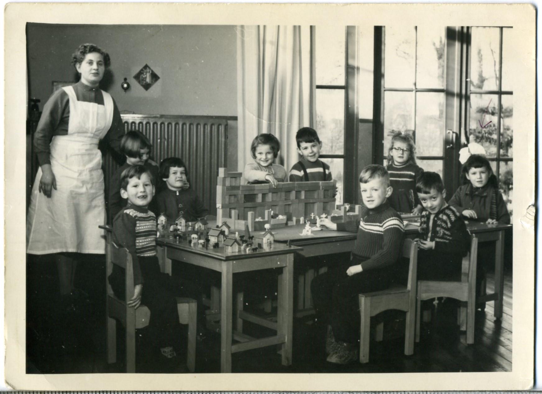 1955ca Zusters Adrianus klooster; kleuterschool