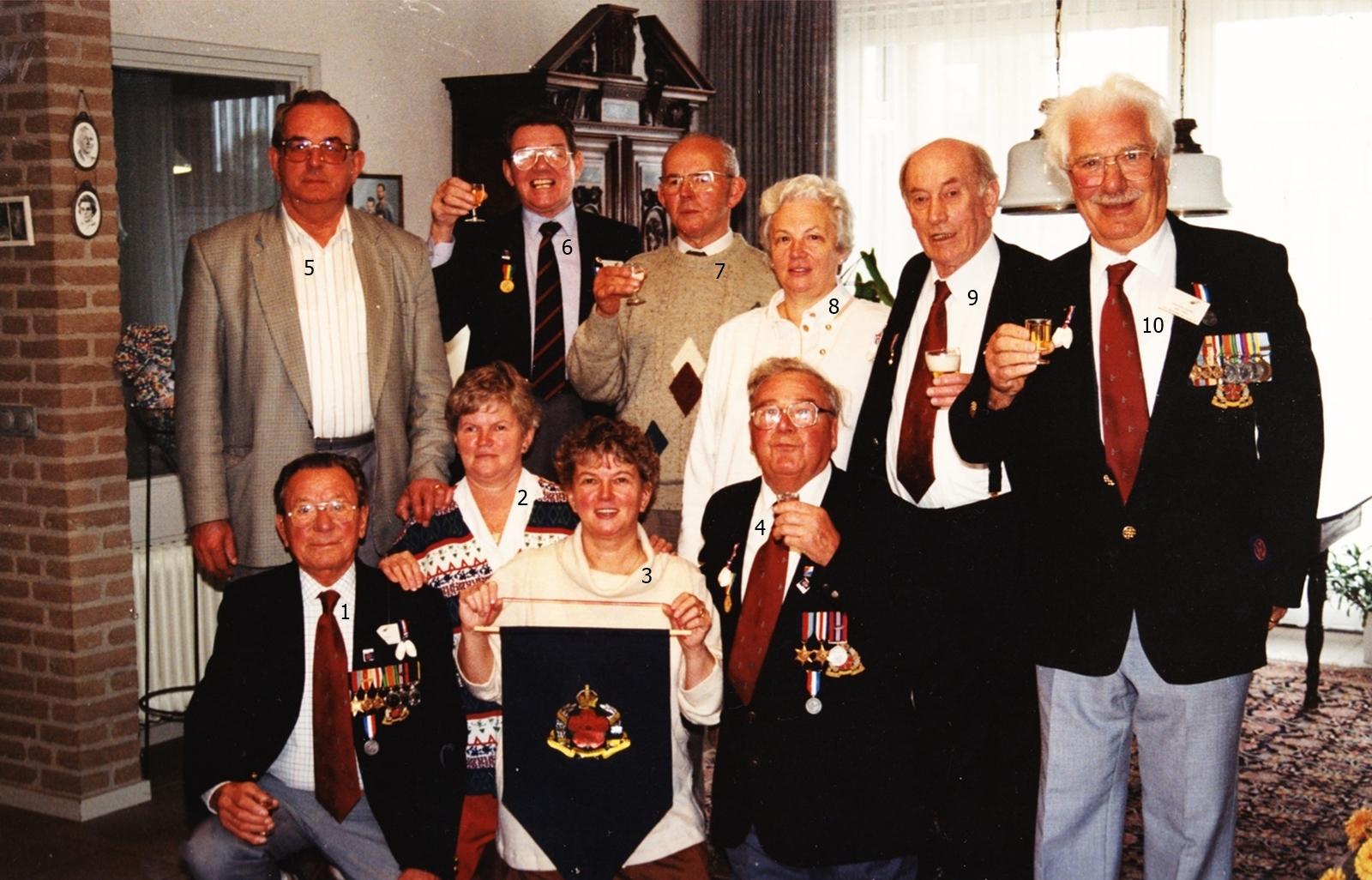 1995 bezoek van de redder uit de vuurzee DENNIS STANTON op 23 oktober 1944
