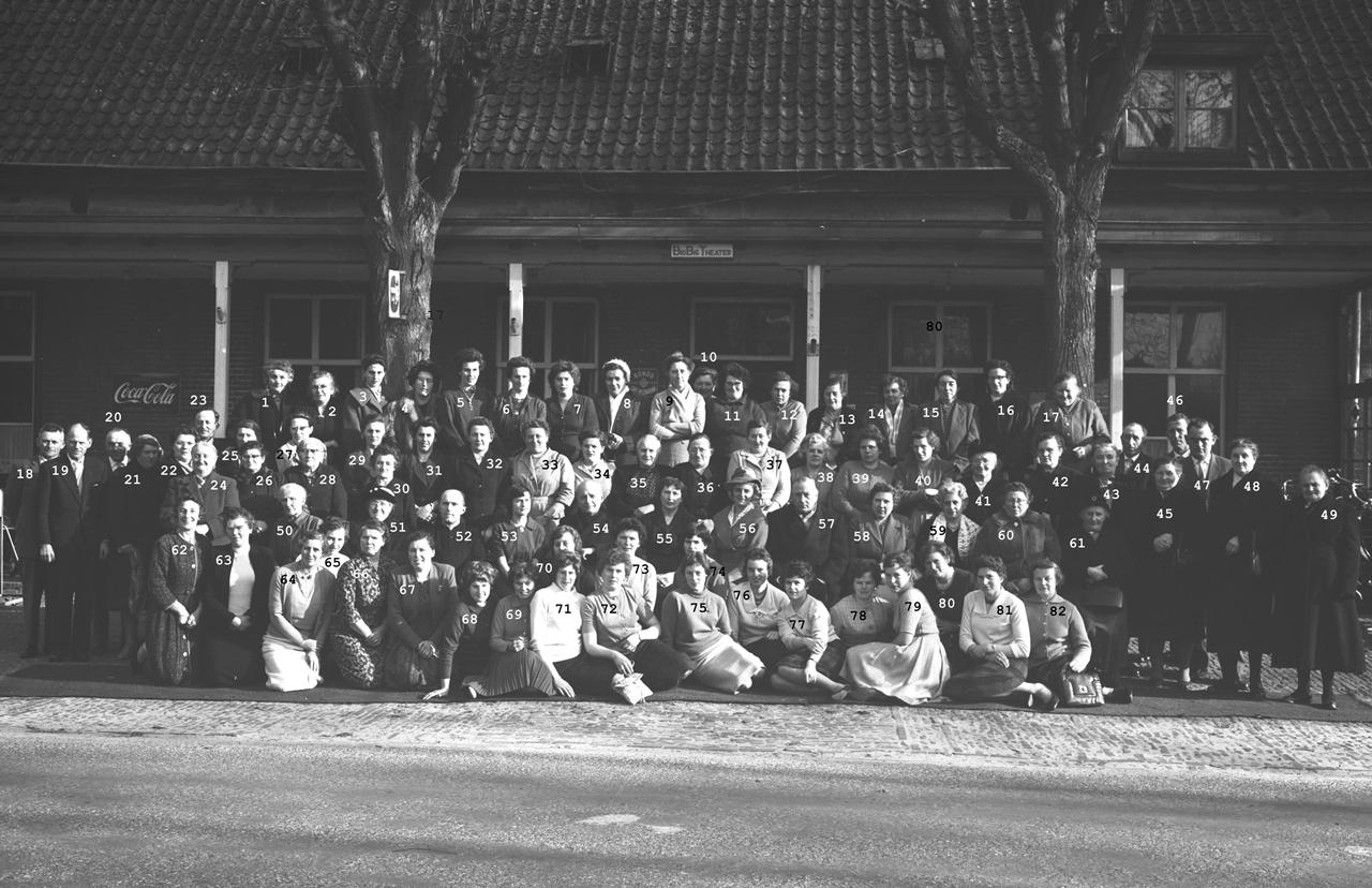 "Boerinnenbond 25-jarig bestaan 26-01-1961, voor ""Bio Big Theater"" Ruwenbergstraat"