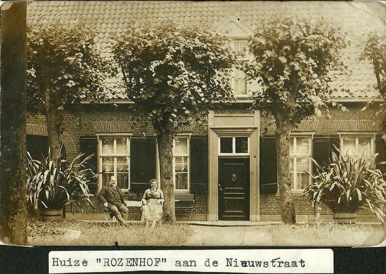 """Ca1930; Huize """"ROZENHOF"""" aan de Nieuwstraat, naast de oude Jongensschool."""