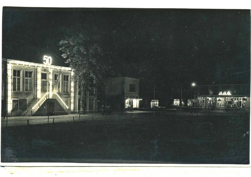 1948 Gementehuis in het licht, 50 jarig jubileum Wilhelmina