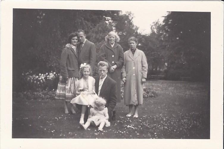 1958/1959 Familie Timmermans-van Erp in de tuin