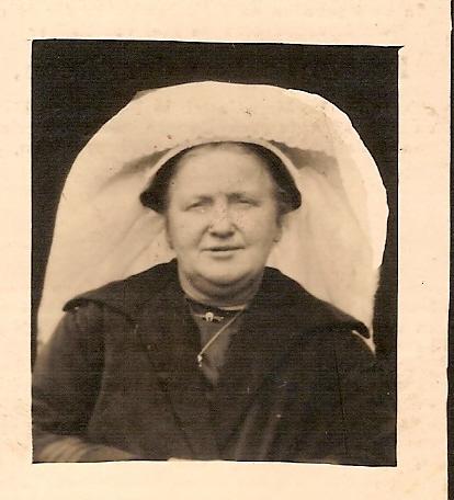 ca1925 PETRONILLA VAN DER STEEN (*Sint Michielsgestel, 16-11-1876 - Den Dungen, 21-05-1939)