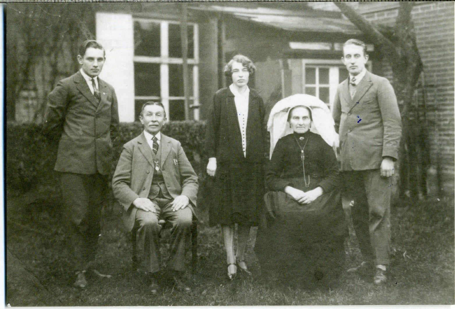 ca1925? Zelst, Cornelis van 1865-1952 X Oetelaar, Johanna v. d. 1870-1949