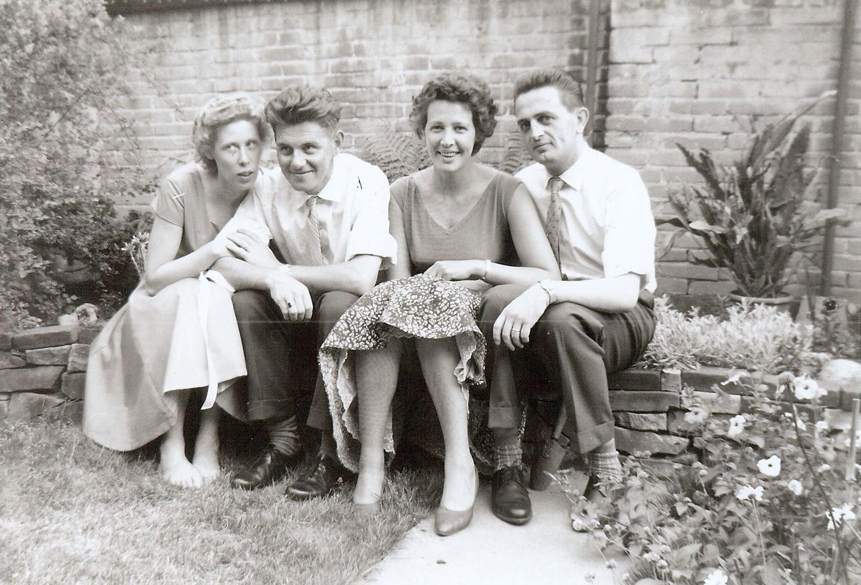 Mei 1959 in de tuin bij fam. Hoogenboom te Vught