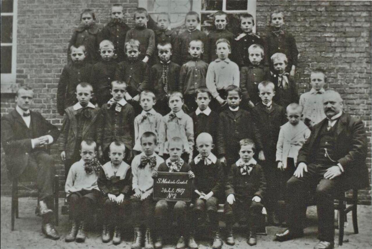 1907 (Tweede?) klas openbare jongensschool S Michiels Gestel 24 Juli   N' 2