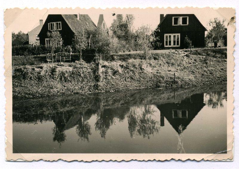 ca1960 Achterkant houten huizen aan de ceintuurweg.