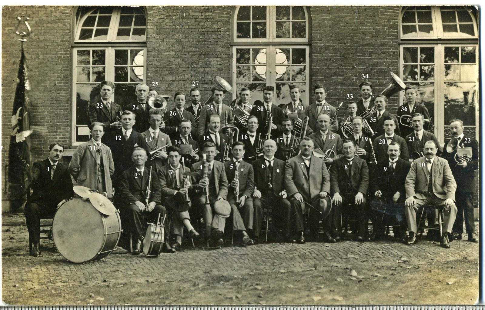 1925 Koninklijk Erkende Harmonie Sint-Michaël in oprichtingsjaar voor Openbare Jongensschool