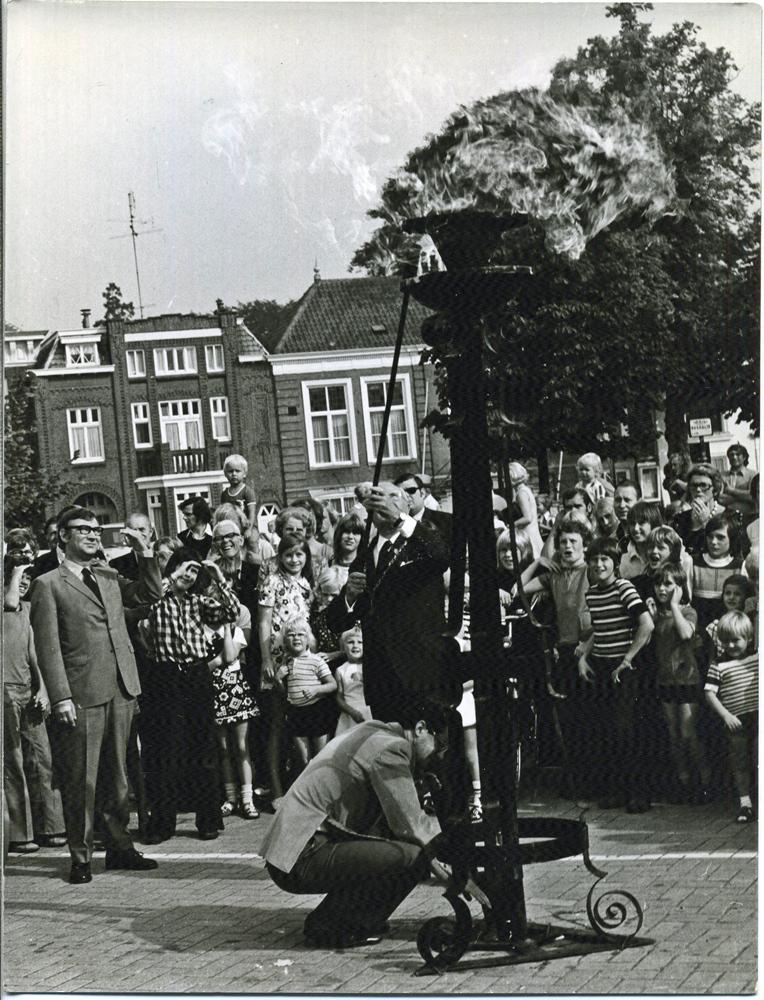 1970, 5 mei. Bevrijdingsdag. Ontsteken  bevrijdingsvuur