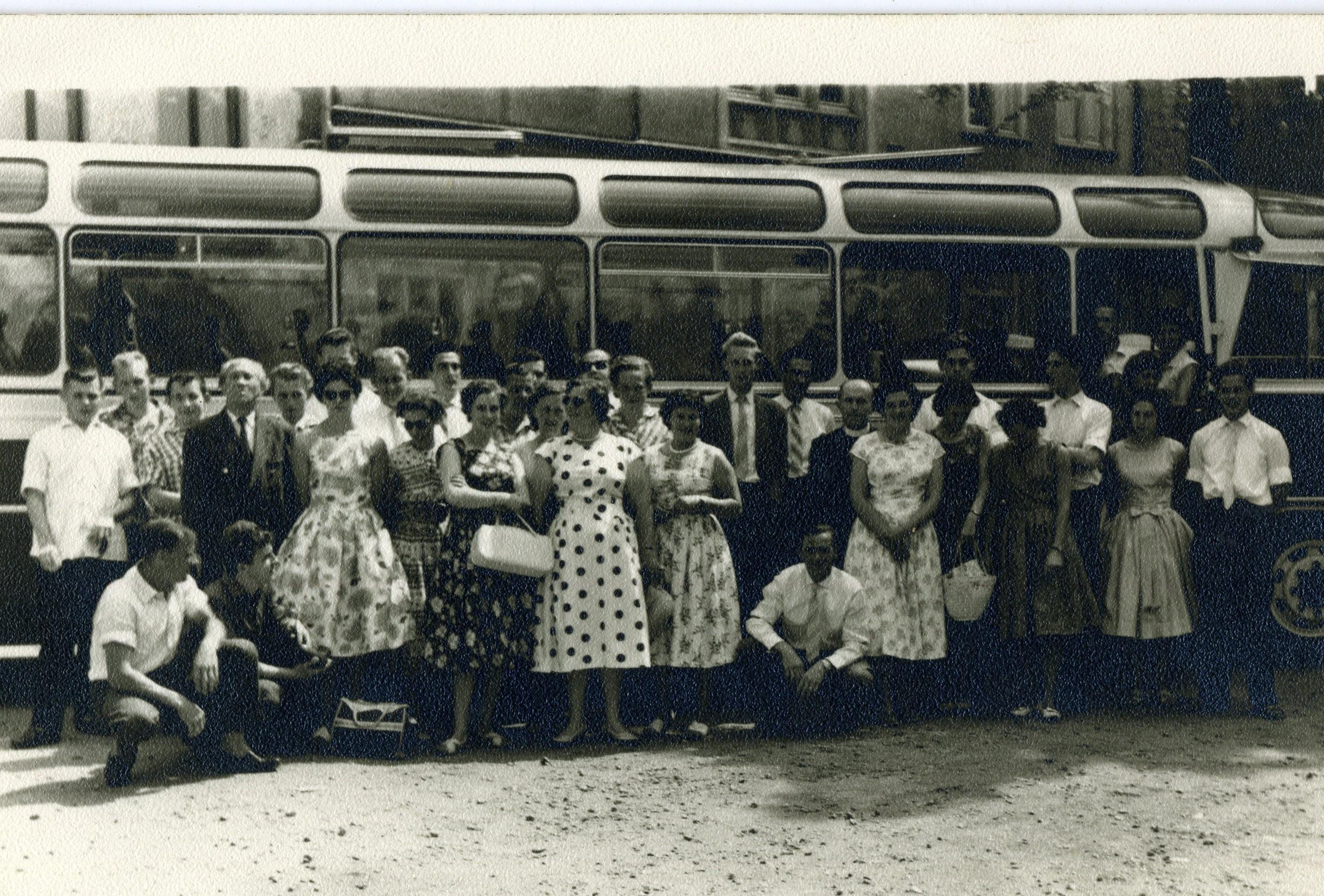 ca1955 Uitstap met de bus naar?